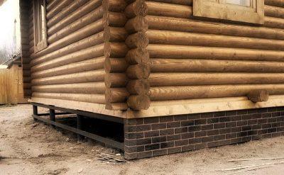 Как утеплить свайный фундамент деревянного дома?