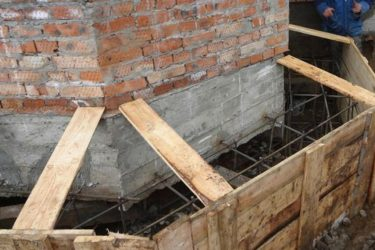 Как усилить фундамент под кирпичным домом?