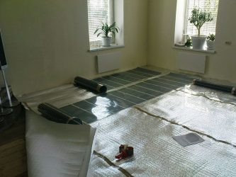 Как утеплить бетонный пол под линолеум?
